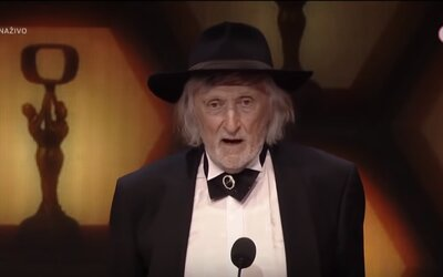 Juraj Jakubisko na odovzdávaní cien OTO zadelil 12-minútový príhovor, ktorý Slovákov zabáva doteraz