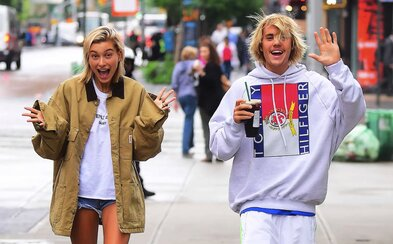 Justin Bieber a Hailey Baldwin sú zasnúbení. Zatiaľ oficiálne nepotvrdenú informáciu prezradili rodičia a svedkovia z Bahám