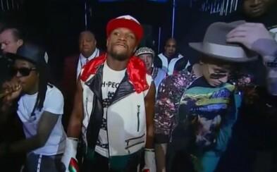 Justin Bieber a Lil Wayne doprevádzali Floyda Mayweathera do ringu