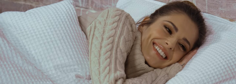 Justin Bieber či Nick Jonas vtipne sparodovali Kanyeho Famous video. V posteli si vymieňali komplimenty