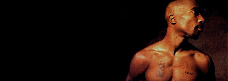 Justin Bieber živě odzpíval cover Tupacovy skladby Thugz Mansion. Doprovázela ho jen akustická kytara