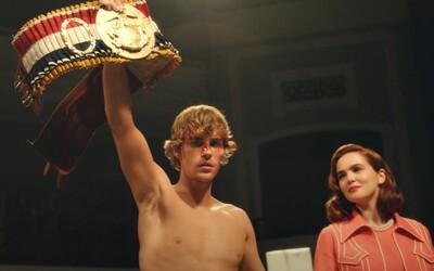 Justin Bieber se stává boxerským šampiónem. V motivačním videoklipu připomíná Rockyho