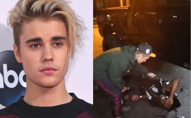 Justin Bieber to s autem nechtěně napálil přímo do otravného fotografa. Když vystoupil, začal obviňovat jeho kolegy, ale u zraněného zůstal