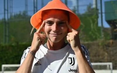 Juventus zverejnil rasistický tweet so šikmými očami a s ázijským klobúkom. Nechceli sme spôsobiť kontroverziu, tvrdia