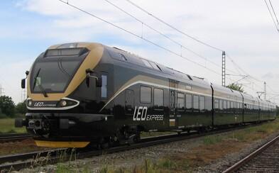 K další vlakové nehodě scházelo jen 500 metrů. Vlaky na Orlickoústecku zastavily naproti sobě