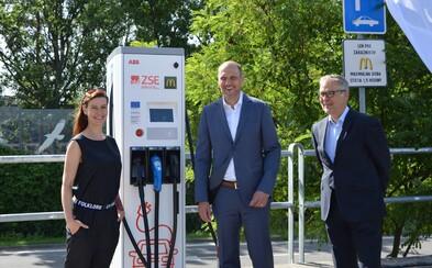 K prevádzkam McDonald's pribudnú nabíjacie stanice pre elektromobily