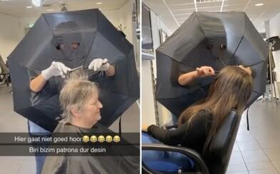 Kaderníčka sa s rizikom nákazy novým koronavírusom vysporiadala po svojom. Stačí jej dáždnik a strihá ďalej