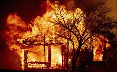 Kaliforniu sužujú lesné požiare. Jeden z nich zapálila pyrotechnika na párty