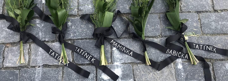 Kalousek na Staroměstské náměstí položil růže pro oběti pandemie za jejich pozůstalé