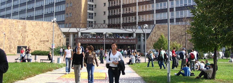Kam na výšku #4: Baví ťa svet ekonómie, peňazí a podnikania? Takto vyzerá štúdium na Ekonomickej univerzite a Paneurópskej vysokej škole