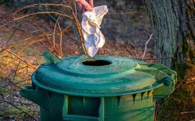 Kam vyhazovat roušky a jak třídit odpad během pandemie koronaviru?