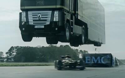 Kamion přeskočil formuli F1 a ještě k tomu překonal světový rekord