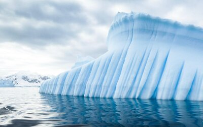 Kanada přišla o svou největší ledovou plochu. Unikátní ledovec se kvůli změně klimatu rozlomil na polovinu