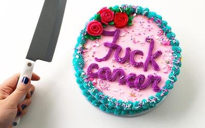Kanaďanka bojuje s rakovinou formou pečenia farebných tortičiek. Sladkými zákuskami s odvážnymi nápismi si podmaňuje Instagram