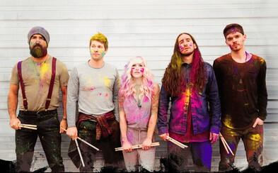 Kanadská parta talentovaných hippíků Walk off the Earth získává svými covery miliony zhlédnutí