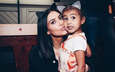 Kanye a Kim Kardashian vybrali meno svojej dcérky. Chicago West to v živote nebude mať jednoduché