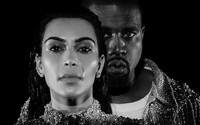 Kanye a Kim plačú od radosti aj smútku v temnom čiernobielom videoklipe Wolves