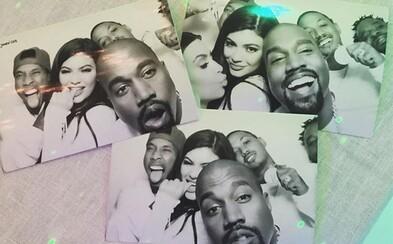 Kanye odhalil na rodinnej párty Kardashianovcov tretiu colorway tenisiek Yeezy Boost 350