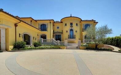 Kanye West a jeho milovaná Kim Kardashian sa potichu zbavujú vily v Bel Air, sťahujú sa do zámku