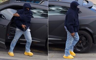 Kanye West má nové bizarní Yeezy. Lidé se jim smějí, prý připomínají spíše pečivo než obuv