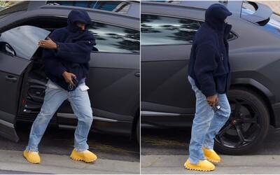 Kanye West má nové bizarné Yeezy. Ľudia sa z nich smejú, vraj pripomínajú skôr pečivo, než obuv