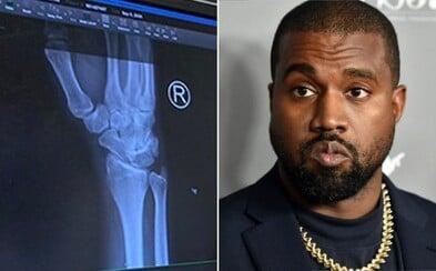 Kanye West měl bolesti ruky, natočil video, jak mu píchají injekci: Příliš mnoho psaní na telefonu, brácho