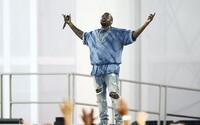Kanye West neostal svojej povesti nič dlžný a po 13 minútach ukončil koncert hodením mikrofónu do vzduchu