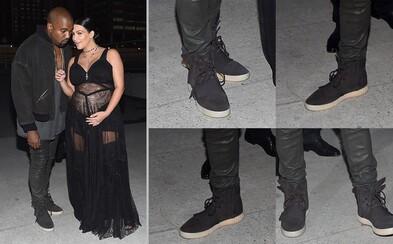 Kanye West prišiel na prehliadku Givenchy v New Yorku v čiernych Yeezy Boost 750