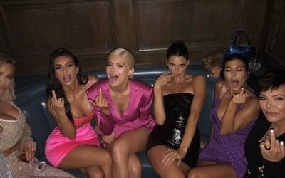 Kanye West priznáva, že ho sexuálne priťahujú všetky sestry Kim Kardashian