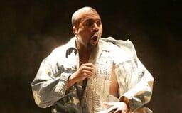 Kanye West skoro skončil s rapem, protože je to ďábelská hudba. Farář ho navedl, aby rapoval pro Boha