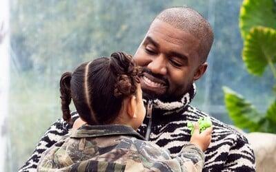 Kanye West spomína na časy, keď bol alkoholikom. Od rána sa opíjal s vodkou s džúsom, vypil si aj na červenom koberci
