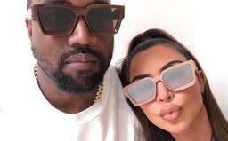 Kanye West tvrdí, že sa roky pokúša o rozvod s Kim Kardashian a jej matka je rasistka