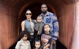 Kanye West ujišťuje fanoušky, že je v pořádku. Dodává, že plakal při myšlence o potratu nejstarší dcery