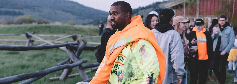 Kanye West vydáva novú kolekciu merchu Wyoming. Odkazuje na udalosť v údolí Jackson Hole, kde raper prvýkrát odhalil album Ye
