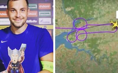 Kapitána ruskej futbalovej reprezentácie vyhodili z tímu, pretože onanoval. Piloti na jeho podporu nakreslili na nebi penis