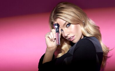 KARL LAGERFELD rozmaznáva ženy novou kozmetikou. Predstavuje limitovanú kolekciu, ktorá prichádza aj na Slovensko