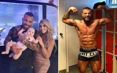 Karlos Vémola má koronavirus, nakazila se i partnerka s dcerou. Co bude s očekávaným zápasem?
