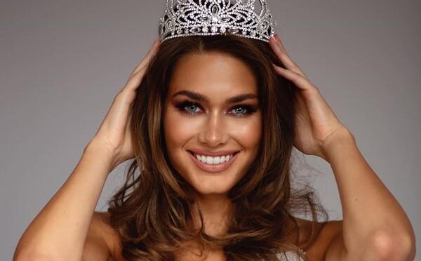 Karolína Kokešová se stala Miss Global, soutěž ale byla údajně zmanipulovaná