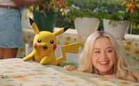 Katy Perry v novom videu spieva po boku Pikachua. Je to jej najlepší kamarát, spoločne spomínajú na staré časy