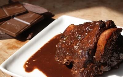 Káva s česnekem či kaviár s čokoládou chutnají úžasně. Tyto kombinace jídel jsou podle počítače nejlepší