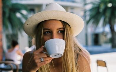 Kávou proti demencii, tvrdí najnovší výskum. V experimente má v boji proti ochoreniu nadpolovičnú úspešnosť