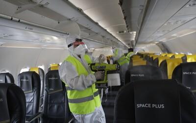 """Kdo si sundá roušku, půjde """"do kouta"""", uvádí ruský letecký dopravce"""