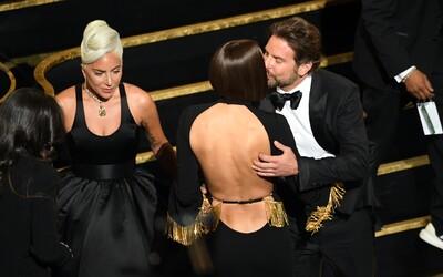 Když Bradley Cooper líbal Irinu, Lady Gaga jako by nechtěla existovat. Internet se baví pomyslným milostným trojúhelníkem