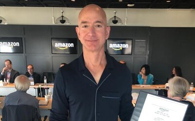 Když poletí Jeff Bezos do vesmíru, nesmí se vrátit zpět na Zemi, žádají tisíce lidí v petici