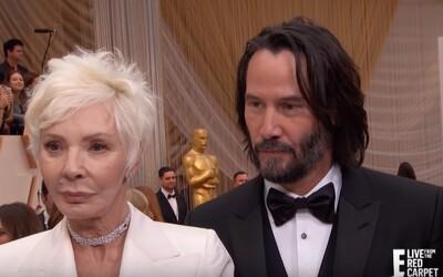 Keanu Reeves přivedl na Oscary svou mámu. Lidé si ji pletli s jeho přítelkyní