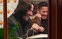 Keanu Reeves rozdal počas natáčania filmu John Wick 4 kaskadérom hodinky Rolex