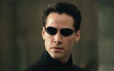 Keanu Reeves už začal natáčať Matrix 4! Na prvých fotkách a videách však jeho Nea vôbec nespoznáš