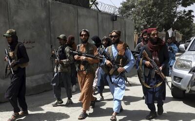 Keby ma slovenskí vojaci nezachránili, tak ma Taliban na mieste zastrelí. 22-ročný Aahil musel Kábul vymeniť za Humenné (Rozhovor)