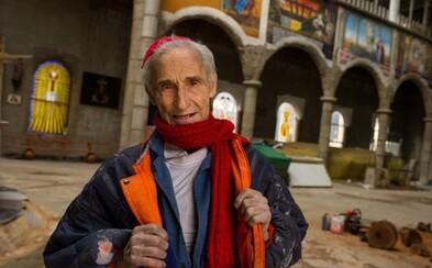 Když byl nemocný, přísahal, že pokud přežije, vybuduje katedrálu. Mnich vlastnoručně staví již 50 let