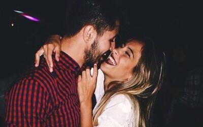 Keď si robíš srandu z frajerky, spevňuješ svoj vzťah. Spoločný zmysel pre humor je kriticky dôležitý, tvrdí výskum